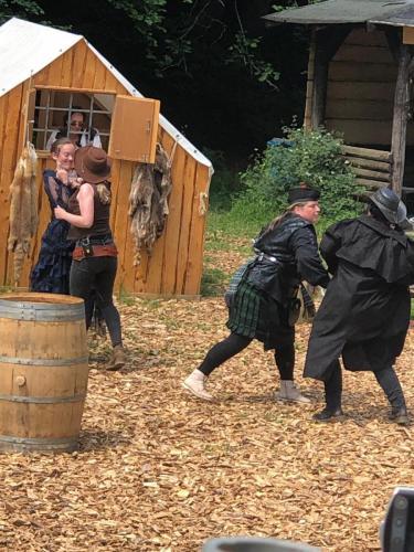 Lord Brown und die Banditen habe eine handfeste Konversation